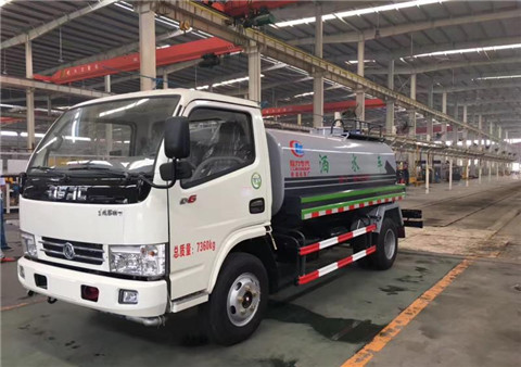 东风小多利卡5吨洒水车(国五)