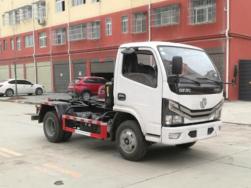 东风多利卡勾臂式垃圾车5方(国六)